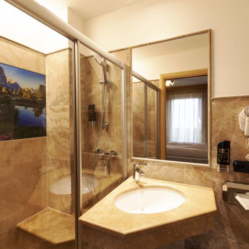 Bagno Camera panorama hotel tirol