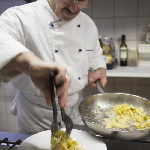 Chef in cucina Hotel Tirol