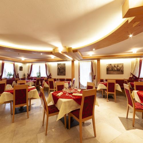 Sala ristorante Hotel Tirol