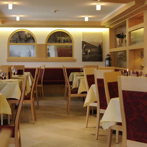 Sala ristorante Hotel Tirol Val di Cembra