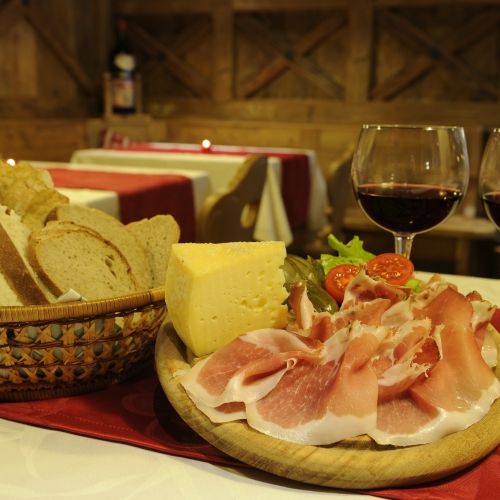 speck e vino Val di Cembra Trentino